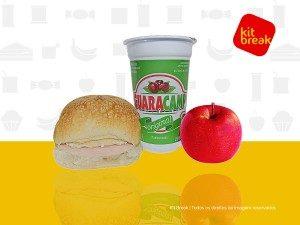 Refresco de guaraná, maca e sanduíche.